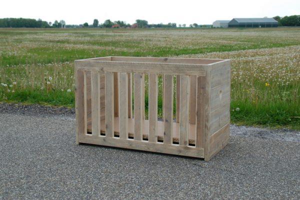 Bauholz Babybett Pferdemoor